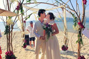 Organisation-Mariage-marier-maries-mariee-ceremonie-Thailande-Plage-ile-Koh-Samui-Island-thai-evenementiel-evenements-demande-fiancailles-EVJF-EVG-noces-voyages-Wedding-ceremony-Planner-Thailand-Beach-Events-event-request-bachelor-bachelorette-groom-bride-bridal-chairs-tables-flowers-candles-chaises-tables-fleurs-bougies-gazebo-59