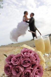 Organisation-Mariage-marier-maries-mariee-ceremonie-Thailande-Plage-ile-Koh-Samui-Island-thai-evenementiel-evenements-demande-fiancailles-EVJF-EVG-noces-voyages-Wedding-ceremony-Planner-Thailand-Beach-Events-event-request-bachelor-bachelorette-groom-bride-bridal-fleurs-decoration-demoiselle-honneur-rond-cascade-bouquet-tropicales-orchidee-flowers-bridal-groom-buttonhole-boutonniere-fleuriste-florist-36