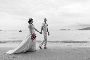 Organisation-Mariage-marier-maries-mariee-ceremonie-Thailande-Plage-ile-Koh-Samui-Island-thai-evenementiel-evenements-demande-fiancailles-EVJF-EVG-noces-voyages-Wedding-ceremony-Planner-Thailand-Beach-Events-event-request-bachelor-bachelorette-groom-bride-bridal-fleurs-decoration-demoiselle-honneur-rond-cascade-bouquet-tropicales-orchidee-flowers-bridal-groom-buttonhole-boutonniere-fleuriste-florist-45