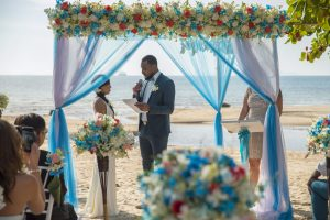 Organisation-Mariage-marier-maries-mariee-ceremonie-Thailande-Plage-ile-Koh-Samui-Island-thai-evenementiel-evenements-demande-fiancailles-EVJF-EVG-noces-voyages-Wedding-ceremony-Planner-Thailand-Beach-Events-event-request-bachelor-bachelorette-groom-bride-bridal-chairs-tables-flowers-candles-chaises-tables-fleurs-bougies-gazebo-52