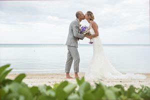 Organisation-Mariage-marier-maries-mariee-ceremonie-Thailande-Plage-ile-Koh-Samui-Island-thai-evenementiel-evenements-demande-fiancailles-EVJF-EVG-noces-voyages-Wedding-ceremony-Planner-Thailand-Beach-Events-event-request-bachelor-bachelorette-groom-bride-bridal-fleurs-decoration-demoiselle-honneur-rond-cascade-bouquet-tropicales-orchidee-flowers-bridal-groom-buttonhole-boutonniere-fleuriste-florist-37