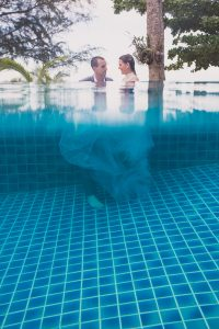 Oui-Au-Paradis-Organisation-Mariage-Thaïlande-Plage-ile-Koh-Samui-Island-Wedding-Planner-Thailand-Beach-event-eau-underwater-sous-marin-pool-piscine-subaquatique98