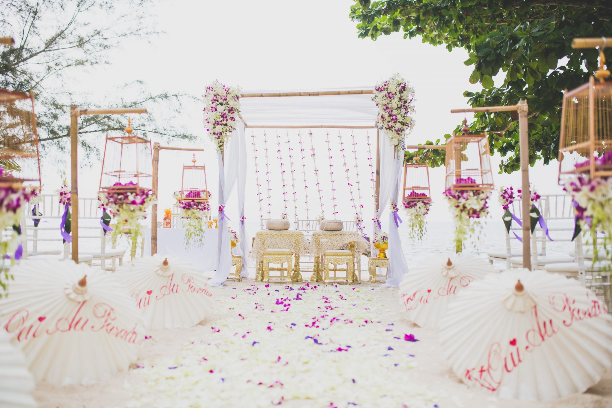 Organisation-Mariage-marier-maries-mariee-ceremonie-Thailande-Plage-ile-Koh-Samui-Island-thai-evenementiel-evenements-demande-fiancailles-EVJF-EVG-noces-voyages-Wedding-ceremony-Planner-Thailand-Beach-Events-event-request-bachelor-bachelorette-groom-bride-bridal-chairs-tables-flowers-candles-chaises-tables-fleurs-bougies-gazebo-50
