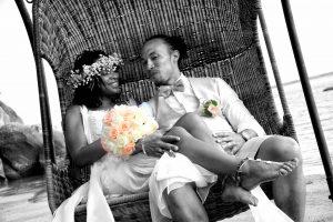 Organisation-Mariage-marier-maries-mariee-ceremonie-Thailande-Plage-ile-Koh-Samui-Island-thai-evenementiel-evenements-demande-fiancailles-EVJF-EVG-noces-voyages-Wedding-ceremony-Planner-Thailand-Beach-Events-event-request-bachelor-bachelorette-groom-bride-bridal-fleurs-decoration-demoiselle-honneur-rond-cascade-bouquet-tropicales-orchidee-flowers-bridal-groom-buttonhole-boutonniere-fleuriste-florist-35