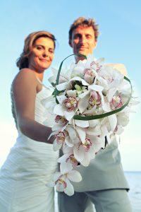 Organisation-Mariage-marier-maries-mariee-ceremonie-Thailande-Plage-ile-Koh-Samui-Island-thai-evenementiel-evenements-demande-fiancailles-EVJF-EVG-noces-voyages-Wedding-ceremony-Planner-Thailand-Beach-Events-event-request-bachelor-bachelorette-groom-bride-bridal-fleurs-decoration-demoiselle-honneur-rond-cascade-bouquet-tropicales-orchidee-flowers-bridal-groom-buttonhole-boutonniere-fleuriste-florist-34
