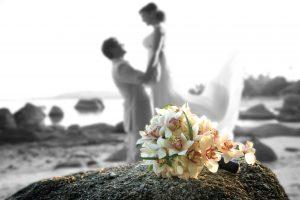 Organisation-Mariage-marier-maries-mariee-ceremonie-Thailande-Plage-ile-Koh-Samui-Island-thai-evenementiel-evenements-demande-fiancailles-EVJF-EVG-noces-voyages-Wedding-ceremony-Planner-Thailand-Beach-Events-event-request-bachelor-bachelorette-groom-bride-bridal-fleurs-decoration-demoiselle-honneur-rond-cascade-bouquet-tropicales-orchidee-flowers-bridal-groom-buttonhole-boutonniere-fleuriste-florist-33
