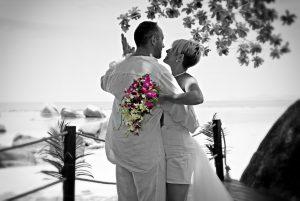 Organisation-Mariage-marier-maries-mariee-ceremonie-Thailande-Plage-ile-Koh-Samui-Island-thai-evenementiel-evenements-demande-fiancailles-EVJF-EVG-noces-voyages-Wedding-ceremony-Planner-Thailand-Beach-Events-event-request-bachelor-bachelorette-groom-bride-bridal-fleurs-decoration-demoiselle-honneur-rond-cascade-bouquet-tropicales-orchidee-flowers-bridal-groom-buttonhole-boutonniere-fleuriste-florist-30
