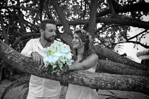 Organisation-Mariage-marier-maries-mariee-ceremonie-Thailande-Plage-ile-Koh-Samui-Island-thai-evenementiel-evenements-demande-fiancailles-EVJF-EVG-noces-voyages-Wedding-ceremony-Planner-Thailand-Beach-Events-event-request-bachelor-bachelorette-groom-bride-bridal-fleurs-decoration-demoiselle-honneur-rond-cascade-bouquet-tropicales-orchidee-flowers-bridal-groom-buttonhole-boutonniere-fleuriste-florist-29