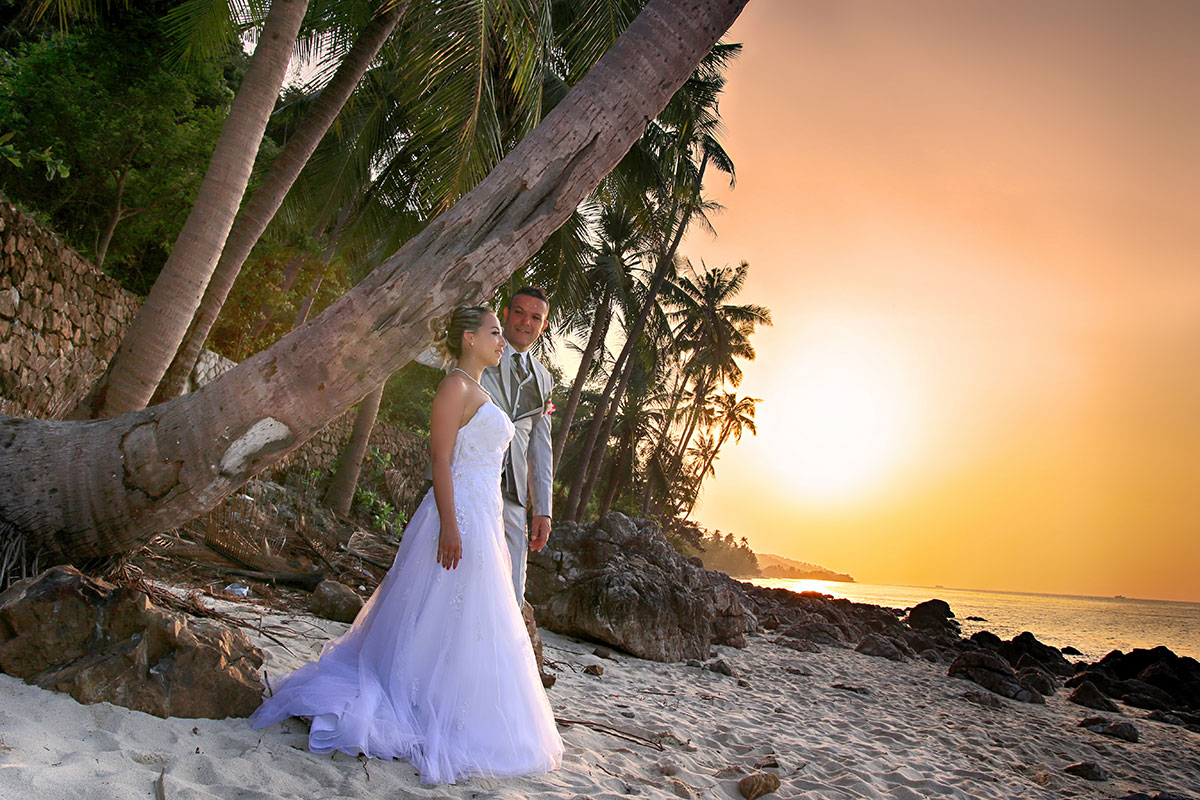 Organisation-Mariage-marier-maries-mariee-ceremonie-Thailande-Plage-ile-Koh-Samui-Island-thai-evenementiel-evenements-demande-fiancailles-EVJF-EVG-noces-voyages-Wedding-ceremony-Planner-Thailand-Beach-Events-event-request-bachelor-bachelorette-groom-bride-bridal-dress-family-famille-bonheur-7