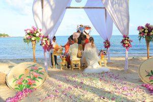 Organisation-Mariage-marier-maries-mariee-ceremonie-Thailande-Plage-ile-Koh-Samui-Island-thai-evenementiel-evenements-demande-fiancailles-EVJF-EVG-noces-voyages-Wedding-ceremony-Planner-Thailand-Beach-Events-event-request-bachelor-bachelorette-groom-bride-bridal-chairs-tables-flowers-candles-chaises-tables-fleurs-bougies-gazebo-65