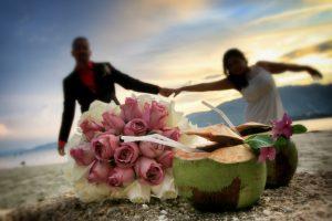 Organisation-Mariage-marier-maries-mariee-ceremonie-Thailande-Plage-ile-Koh-Samui-Island-thai-evenementiel-evenements-demande-fiancailles-EVJF-EVG-noces-voyages-Wedding-ceremony-Planner-Thailand-Beach-Events-event-request-bachelor-bachelorette-groom-bride-bridal-fleurs-decoration-demoiselle-honneur-rond-cascade-bouquet-tropicales-orchidee-flowers-bridal-groom-buttonhole-boutonniere-fleuriste-florist-24