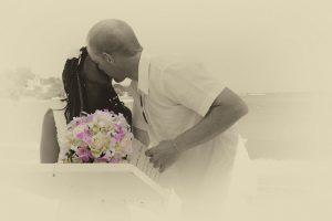 Organisation-Mariage-marier-maries-mariee-ceremonie-Thailande-Plage-ile-Koh-Samui-Island-thai-evenementiel-evenements-demande-fiancailles-EVJF-EVG-noces-voyages-Wedding-ceremony-Planner-Thailand-Beach-Events-event-request-bachelor-bachelorette-groom-bride-bridal-fleurs-decoration-demoiselle-honneur-rond-cascade-bouquet-tropicales-orchidee-flowers-bridal-groom-buttonhole-boutonniere-fleuriste-florist-23