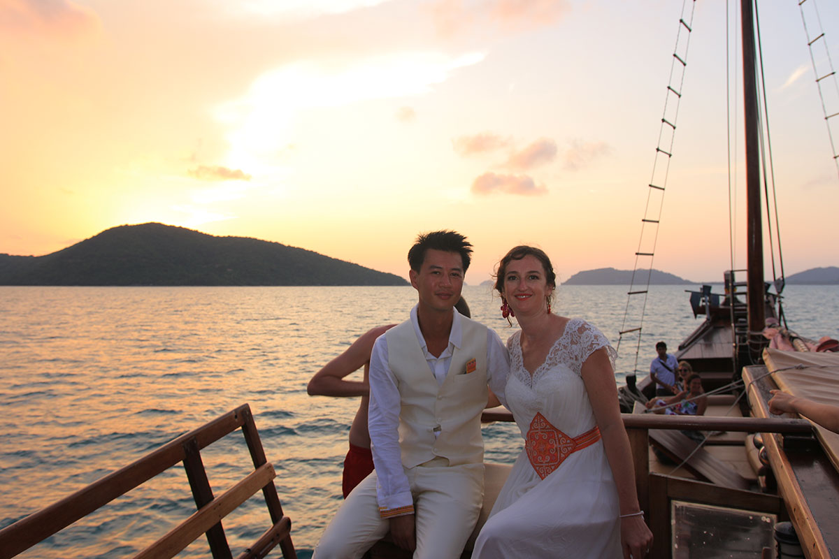 Oui-Au-Paradis-Organisation-Mariage-Thaïlande-Plage-ile-Koh-Samui-Island-Wedding-Planner-Thailand-Beach-event-yacht-charter-luxury-catamaran-jonque-chantara-birmane-traditionelle-2